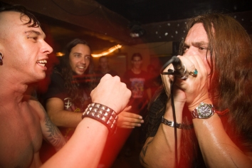 Dela and Alejandro of Escape rocking out with Dionysius of Zeus, Atelier 8/2007