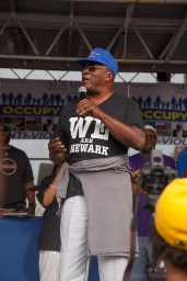John Amos speaks to Newark, encouraging them to be united and love each other.